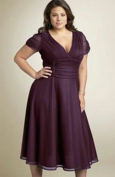 When it's time to start shopping for your bridesmaids' dresses, if you have any bridesmaids who are more full-figured, you'll want to find appropriate plus-size modest bridesmaid dresses that will make your bridesmaids feel comfortable. plus-size Image Fashion, Curvy Fashion, Plus Size Fashion, Fast Fashion, Girl Fashion, Womens Fashion, Plus Size Cocktail Dresses, Plus Size Dresses, Plus Size Outfits