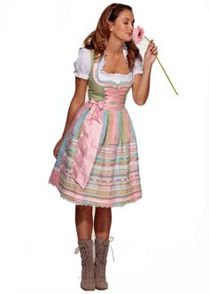 Dirndl in Pastell bei universal.at