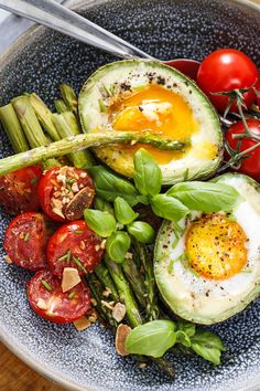 Egg og avocado – Ida Gran-Jansen Avocado Egg, Avocado Toast, Recipe Inspiration, Eggs, Breakfast, Recipes, Morning Coffee, Recipies, Egg