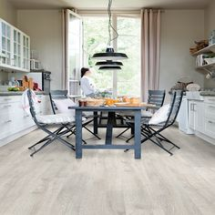 QuickStep Classic Reclaimed White Patina Oak CL1653 8mm Laminate Flooring