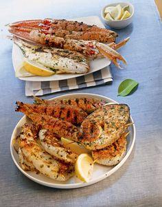Gegrilde vis Voor dit recept kun je elke vis gebruiken, als hij maar heel vers is. Ingrediënten voor 6 personen 6 hele vissen, van 350 g per stuk 1,25 dl olijfolie Het sap van 1 citroen Versgemalen…