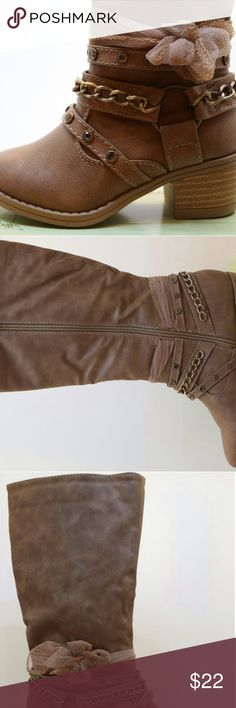 Girl's boots shoes brown toddler tan new New in box. Stylist girl's boots. Handling time is 4 to 6 days. Shoes Boots
