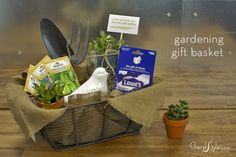 Surprise your loved one with a garden lovers gift basket to cultivate their garden! A few simple items purchased from the local hardware store. Craft Gifts, Diy Gifts, Christmas Gifts, Fundraiser Baskets, Garden Basket, Themed Gift Baskets, Auction Baskets, Gift For Lover, Lovers Gift