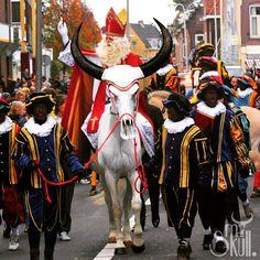 Hop, hop, hop! Paardje in galop! En die beste Sinterklaas, die brengt ons heel veel speculaas. Altijd in galop!  Hebben jullie My Skull. vandaag ook gespot bij de intocht van Sinterklaas? Zo niet dan hier een prachtig plaatje!