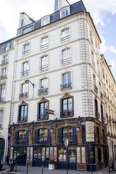 Paris \\ VI quai des Grands-Augustins. Restaurant Lapérouse Most Beautiful Cities, Beautiful Buildings, Tour Eiffel, Saint Germain, Midnight In Paris, Paris In Spring, Paris France, Paris Paris, French Architecture
