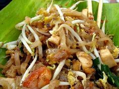 Thai-Food-Recipe108: Stir-Fried Rice Noodle with Shrimp [Pad Thai Koong]