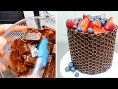 How to Decorate Cakes Using Bubble Wrap and a Chocolate Bar - DIY & Crafts