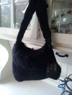 Kleine zwarte handtas van WOL&ZO 100% handgemaakt van Alpacawol