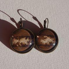 Boucles d'oreilles aquarelle dormeuses à cabochons marron couleur de la terre de la boutique oliviaquarelle sur Etsy