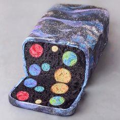 Hidden galaxy inside cake 🚀✨ Yummy 😍 Created by . Food Design, Galaxy Desserts, Cute Food, Yummy Food, Awesome Food, Manger Healthy, Kreative Desserts, Inside Cake, Galaxy Cake