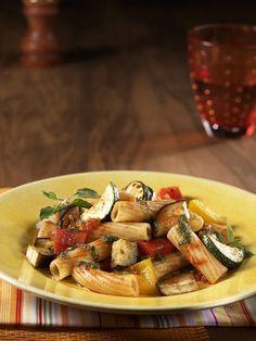 Rezept für Pasta-Ratatouille bei Essen und Trinken. Ein Rezept für 2 Personen. Und weitere Rezepte in den Kategorien Gemüse, Käseprodukte, Kräuter, Nudeln / Pasta, Hauptspeise, Braten, Dünsten, Kochen.