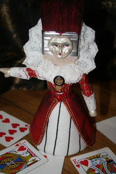 Queen of Hearts/The Red Queen - Altered Paintbrush Fun!   http://www.craftster.org/forum/index.php?topic=425017.0#axzz2ZjqQy1RV