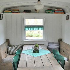 Would love to park this shepherd's hut in our back field and go there to read or do my drawing and watercolor painting.what bliss! Tiny Spaces, Small Rooms, Tiny Cabin Plans, Glamping, Rv Floor Plans, Gypsy Wagon, Gypsy Caravan, Cheap Rooms, Shepherds Hut