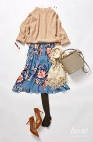 黙々とデスクワークに勤しむ日は、トレンドのレトロな花柄フレアスカートで気分UP!