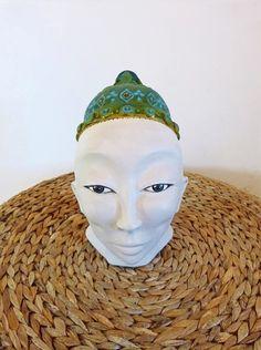Sculpture en terre peinte en acrylique et vernis Creations, Sculpture, Hats, Polish, Earth, Hat, Sculptures, Sculpting, Statue