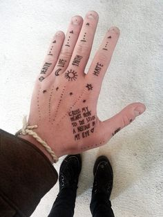 Hand tattoos for guys, hand tats, finger tattoos, unique tattoos, body art tatt Men Finger Tattoos, Hand Tattoos For Girls, Knuckle Tattoos, Small Hand Tattoos, Hand Tats, Finger Tats, Mini Tattoos, Unique Tattoos, Body Art Tattoos