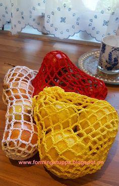 Let your fingers do the walking: Fruktnett og miljøvett. Let your fingers do the walking: Fruktnett og miljøvett. Worked in random stripes using yarn that can be substit. Animal Knitting Patterns, Jumper Patterns, Crochet Patterns, Fair Isle Knitting, Free Knitting, Free Crochet, Drops Design, Mosaic Knitting, Crochet Headband Pattern