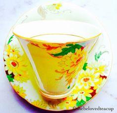 Royal Grafton Yellow Sunflower Art Deco Teacup and Saucer Yellow Tea Cups, Lemon Yellow, Sunflower Art, Yellow Sunflower, Yellow Bone, Tea Cup Saucer, High Tea, Fine China, Art Deco