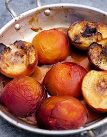 Baked peaches with maple syrup and vanilla
