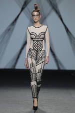 Maya Hansen en la pasarela de la Mercedes-Benz Fashion Week Madrid Feb 2017 - Ediciones Sibila (Prensapiel, PuntoModa y Textil y Moda)