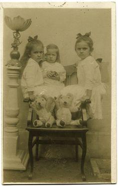 #littlegirls #teens #babies #tots #females #vintage #retro #photos Photo S, Little Girls, Teddy Bear, Teen, Crafty, Retro, Gallery, Painting, Babies