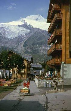 Saas-Fee with Alphubel, 4206 m. Saas Fee, Zermatt, Lugano, Switzerland Bern, Grindelwald, The Mont, Virtual Travel, Winter Destinations, Bergen