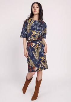 Kobieca sukienka, która w magiczny sposób podkreśla nogi i biodra. Luźna góra nadaje jej lekko nieformalny charakter. Idealna do biura i na popołudniowe wyjście. Kimono, Cold Shoulder Dress, Casual, Pattern, Clothes, Steam Iron, Spandex, Dresses, Bleach