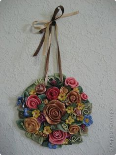 This looks like lacquered quilling - by:  CTpaHa MaCTepOB - of LE QUILLING FRANCAIS - FB Group