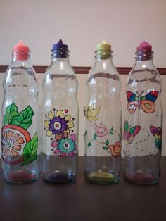 Botellas de 1lt pintadas a mano con tapa de silicona Glass Painting Patterns, Painting Glass Jars, Glass Painting Designs, Bottle Painting, Glass Art, Recycled Glass Bottles, Painted Wine Bottles, Painted Jars, Bottles And Jars