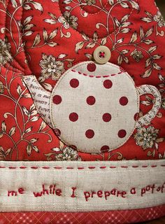 """""""A Pot of Tea"""" Cozy by Patchwork Pottery Small Quilts, Mini Quilts, Applique Quilts, Embroidery Applique, Craft Patterns, Quilt Patterns, Quilting Projects, Sewing Projects, Tea Cozy"""