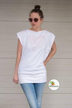 www.libminna.at Mens Tops, T Shirt, Fashion, Fabrics, Clothing, Supreme T Shirt, Moda, Tee Shirt, Fashion Styles