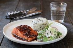 Soyamarinert laks med agurk- og eplesalat Fish Recipes, Salmon Burgers, Frisk, Food Inspiration, Seafood, Food Porn, Chicken, Meat, Ethnic Recipes