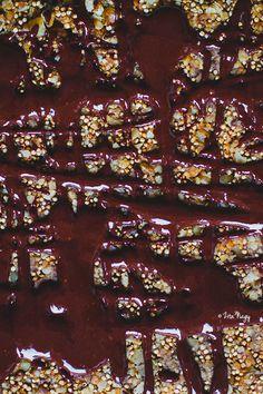 Banános diós puffasztott quinoás müzli szelet csokoládé öntettel (vegán) City Photo, Cakes, Dios, Mudpie, Cake, Pastries, Pies, Layer Cakes, Snack Cakes
