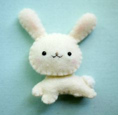 Items similar to Eco Friendly Felt Bunny - Plushie, Magnet or Brooch on Etsy Felt Diy, Felt Crafts, Fabric Crafts, Crafts To Make, Fuzzy Felt, Felt Bunny, Wool Felt, Bunny Rabbit, Easter Bunny
