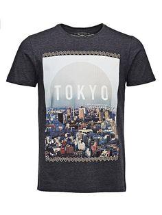 ORIGINALS by JACK & JONES - T-Shirt von ORIGINALS - Slim fit - Crew Neck - City-Aufdruck an der Vorderseite 100% Baumwolle...