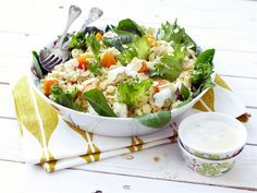 Couscous-broilerisalaatti ja minttukastike Couscous, Chicken Salad, Cobb Salad, Cabbage, Yummy Food, Dining, Vegetables, Recipes, Dressing Recipe