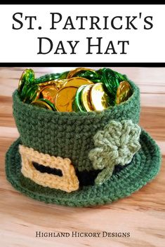 Crochet this Leprechaun hat that is shaped like a bowl! It's large enough to fit a candle inside or holiday treats! This is an easy and free St. Patrick's Day crochet pattern. Cute table topper or teacher gift. #luckoftheirish #crochet #freecrochetpattern #stpatricksday #holidaydecor