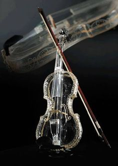 The World's First Glass Violin. The Hirom Glass Violin is a product of Hario Glass Co. Each violin is hand-blown from a single piece of sturdy, heat-resistant glass and hand painted. Violin Art, Violin Music, Sound Of Music, Music Love, Soul Music, Musica Celestial, Cool Violins, Electric Violin, Electric Guitars