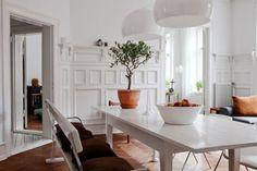 Paredes paneladas y suelo espigado de madera + Revista HSM