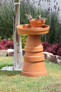 Comedero para pájaros The Effective Pictures We Offer You About Miniature Garden pond A quality picture can tell you many things. Bird Bath Garden, Diy Bird Bath, Glass Garden, Garden Crafts, Garden Projects, Diy Crafts, Diy Fountain, Garden Fountains, Yard Art