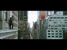 "Man on a Ledge - Official Trailer [HD] -- Muy ""jalada"" pero resultó muy entretenida."