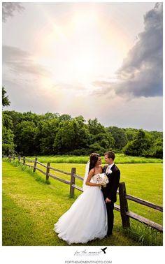 Romantic Wedding Photos | Country Wedding | Rustic Chic Barn Wedding Photos | St Louis Wedding Photos at Faust Park | Orlando Garden Reception #countrywedding #barnwedding forthemomentphoto...