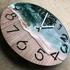 """Those """"Beach waves"""" looks amazing 😍 What do you guys think about this Clo. - Kreativ - Resin - ideen uhr Those """"Beach waves"""" looks amazing 😍 What do you guys think about this Clo. Diy Resin Art, Diy Resin Crafts, Wood Crafts, Stick Crafts, Diy Wood, Epoxy Resin Wood, Diy Epoxy, Resin Furniture, Wood Clocks"""