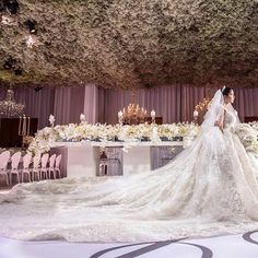 Looking at pictures from real weddings is something that makes us swoon... jaw dropping venues, intricate details in the decoration, beautiful floral work... but nothing takes our breath away more than the bride & her elusive dream dress ; this time our bride's glamorous #panamanianWedding called for an opulent gown to match! That's why Isabelle Ranquel decided to compliment her elegance with big cascades of crystalized intricate work on 3D floral embroideries where each petal sewn…