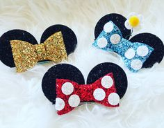 Our Minnie Mouse Ear Clips are just perfect for your next Disney trip or minnie themed party. 3 aligator clip, ears are 2 each in diameter Customizable