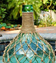 Cameo Cottage Designs: Knotted Jute Net Demijohns or Bottles DIY Tutorial Glass Bottle Crafts, Wine Bottle Art, Diy Bottle, Rope Crafts, Jar Crafts, Macrame Projects, Diy Craft Projects, Macrame Patterns, Diy Tutorial