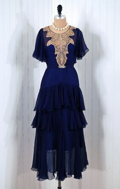 An absolutely beautiful blue crepe-chiffon flutter dress, 1920s. #vintage #1920s #fashion