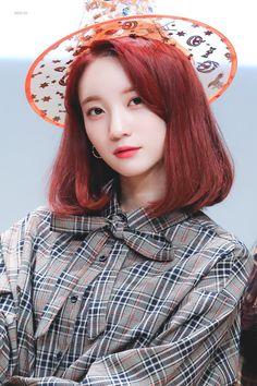 Binnie oh my girl Kpop Girl Groups, Korean Girl Groups, Kpop Girls, South Korean Girls, Rapper, Girls Twitter, Girl Pictures, Girl Pics, Soyeon