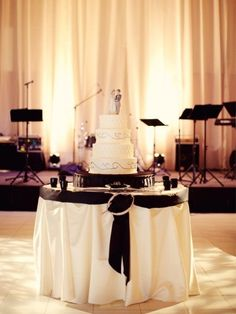 mariage baroque deco table ivoire blanc noeud noir  Carnet d'inspiration mariage Mademoiselle Cereza