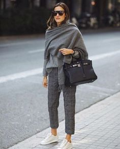 inverno-2020-como-usar-cachecol (25) Cute Winter Outfits, Casual Work Outfits, Business Casual Outfits, Mode Outfits, Work Casual, Casual Dresses For Women, Fall Outfits, Clothes For Women, Women's Casual